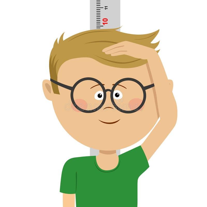 Małej głupek chłopiec pomiarowy wzrost himself przeciw biel ścianie Uśmiechnięta śliczna chłopiec mierzy jego wzrost wysoki chłop ilustracji