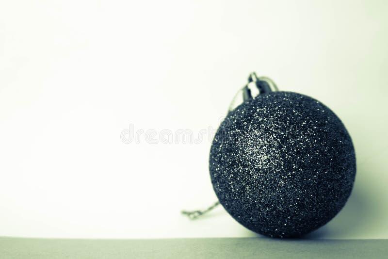 Małej round szklanej plastikowej zimy xmas elegancka dekoracyjna piękna świąteczna Bożenarodzeniowa piłka, boże narodzenia bawi s zdjęcia stock