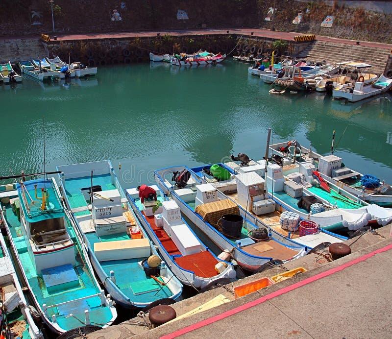Mały łódź rybacka aport schronienie w schronieniu fotografia stock