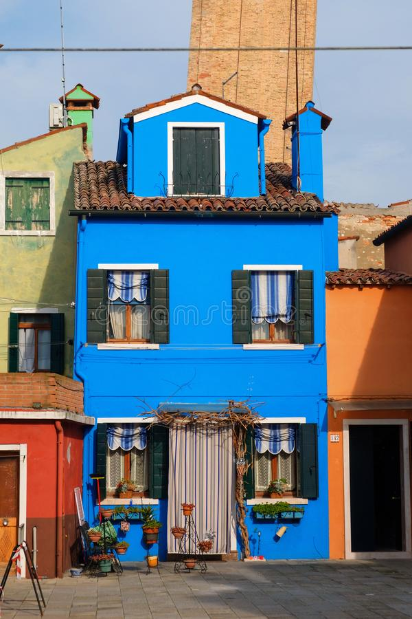 Mały śliczny błękita dom fotografia stock