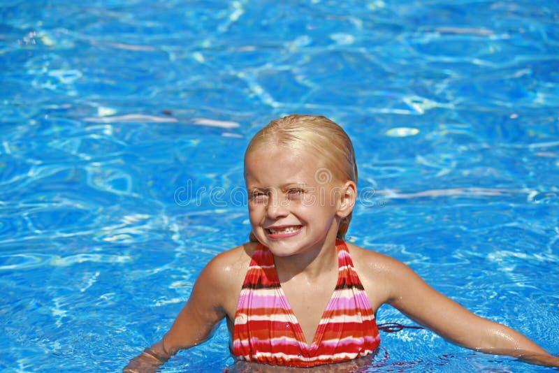 mały basen dziewczyna obraz royalty free