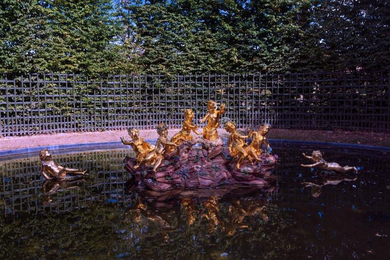 Mały basen park pałac Versailles blisko Paryż fotografia stock