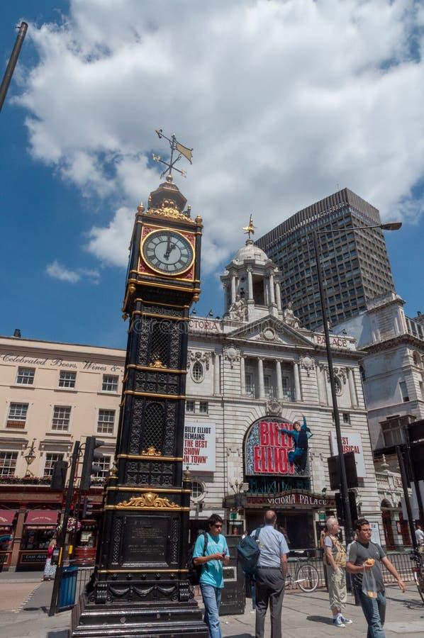 Mały Ben Zegarowy wierza i Wiktoria pałac w Wiktoria ulicie, miasto Westminister, Wielki Londyn, Anglia, Zjednoczone Królestwo zdjęcia royalty free