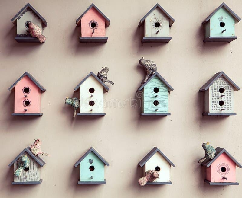 Mały birdhouses tło zdjęcia stock