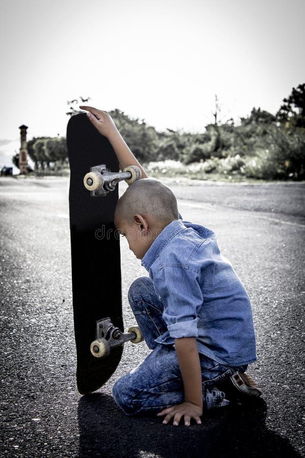 Mały buntowniczy i osamotniony dziecko obraz stock