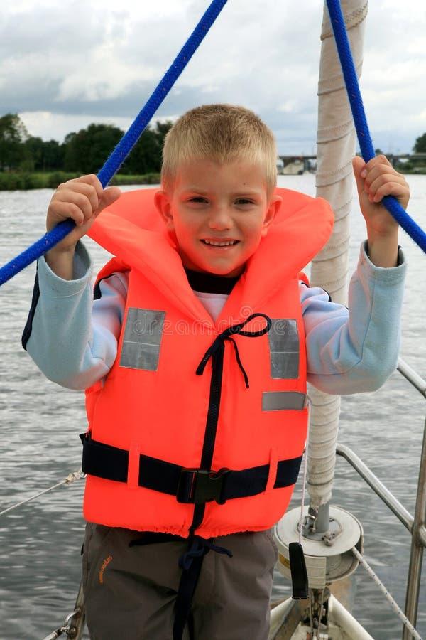 mały chłopiec jacht fotografia stock