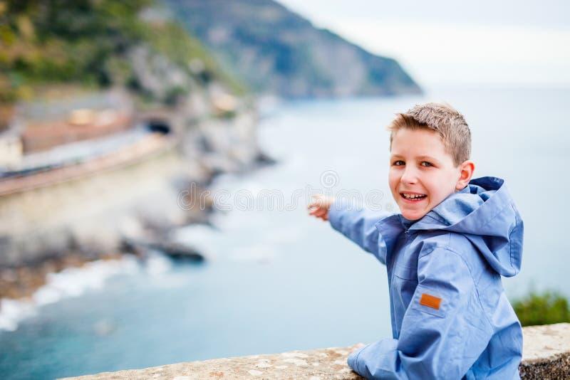 Mały chłopiec odwiedzający Włochy zdjęcia royalty free