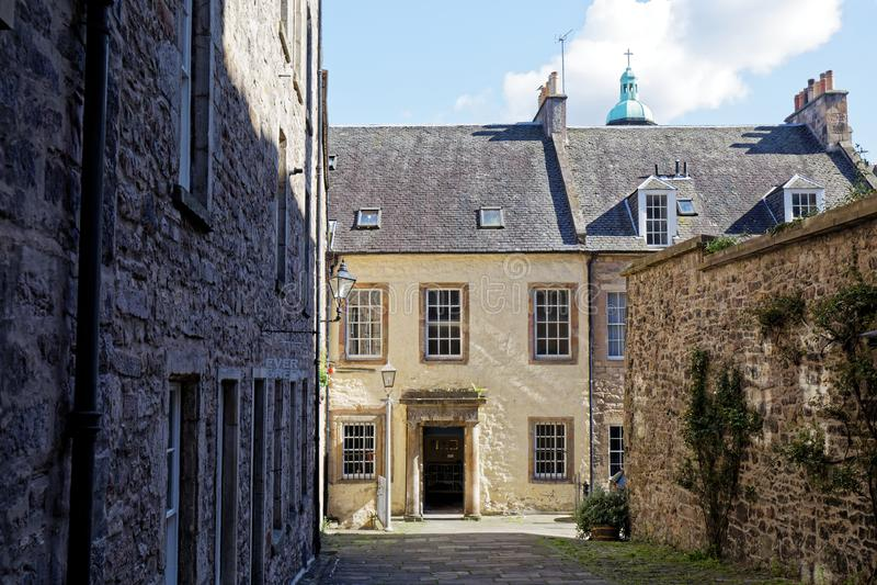 Mały dom na ulicy przy ulicy Royal Mile High - Edynburg, Szkocja obraz stock