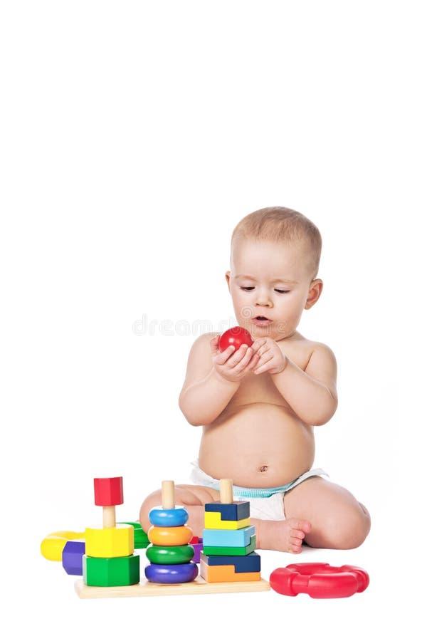 Mały dzieci bawią się z zabawkami na biały tle zdjęcia royalty free