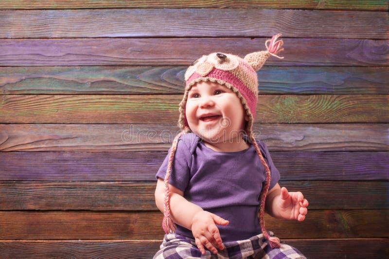 mały dziecko w śmiesznym kapeluszu zdjęcia stock
