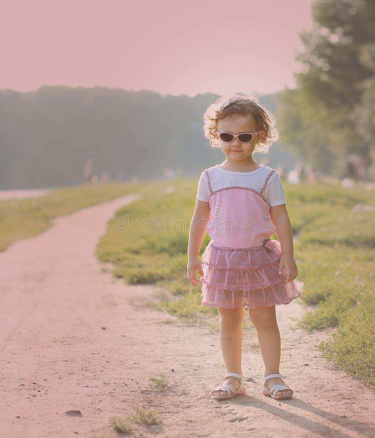 Mały dziecko w mod menchii sukni zdjęcia royalty free
