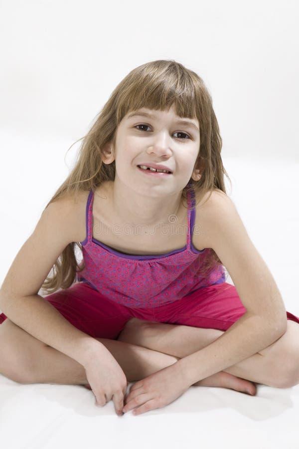 mały dziewczyny śliczny robi joga obrazy stock