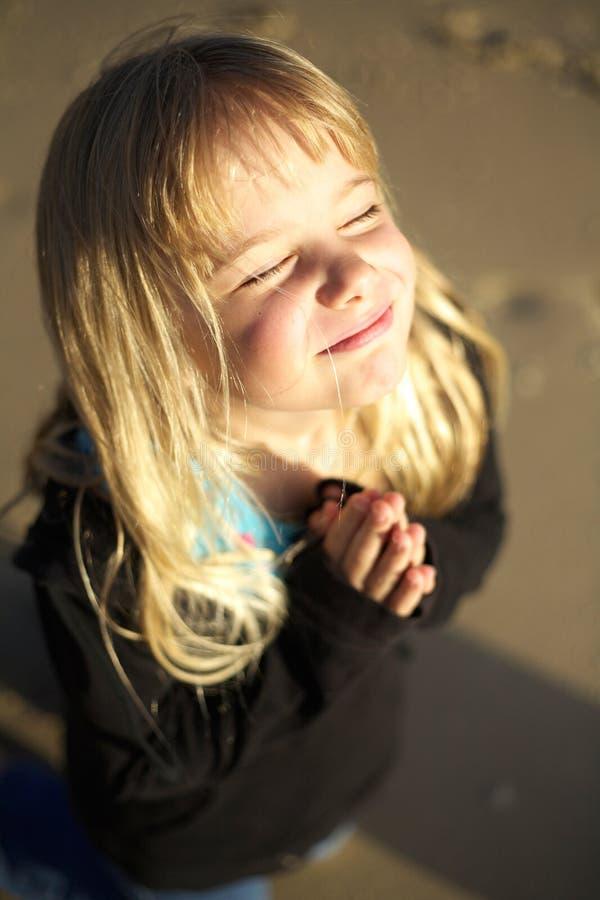 mały dziewczyny modlenie fotografia stock