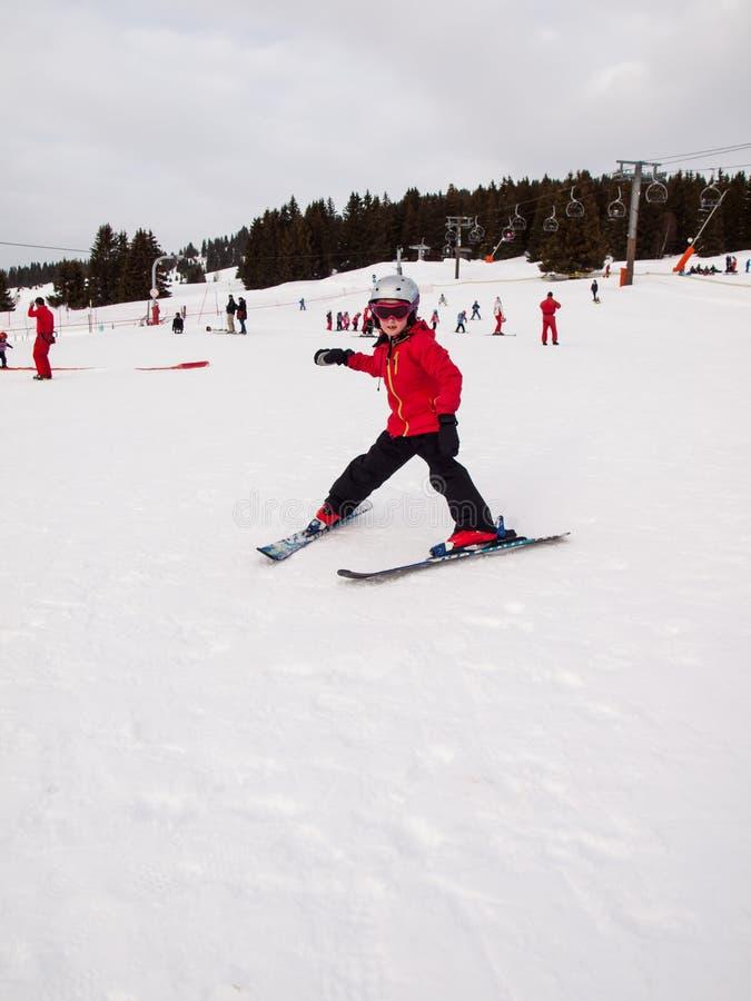 Mały dziewczyny narciarstwo fotografia royalty free