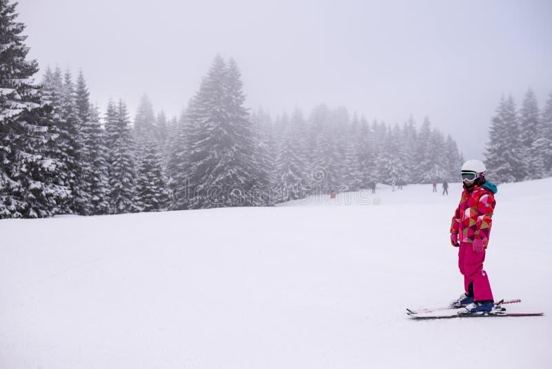 mały dziewczyny narciarstwo zdjęcia stock