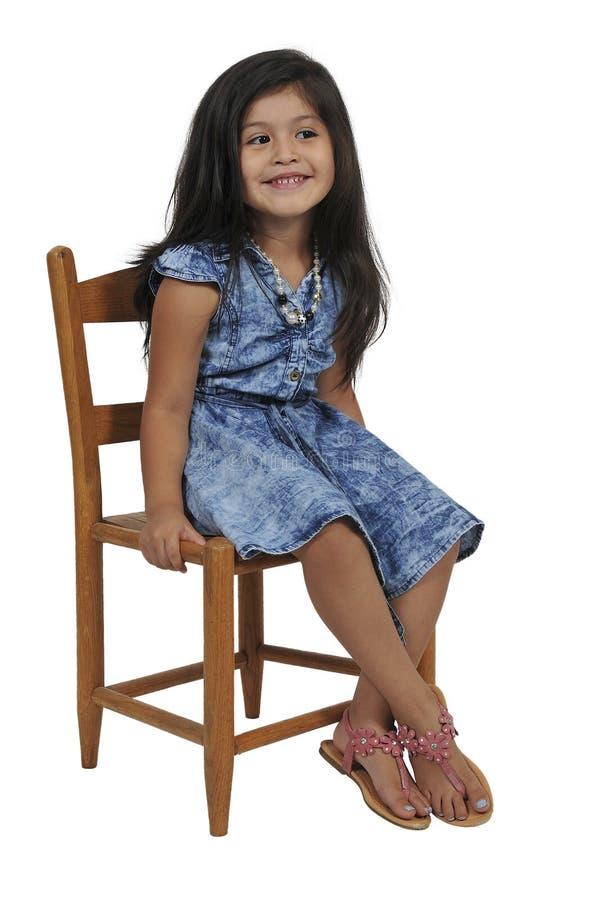 mały dziewczyny obsiadanie fotografia stock