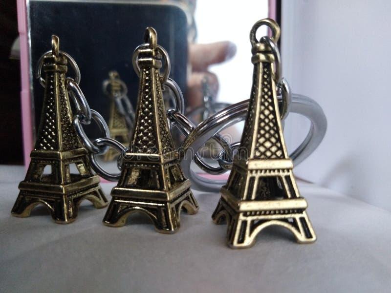 Mały Eiffel wokoło mój światu chociaż ja ain& x27; t real: & x28; obraz royalty free