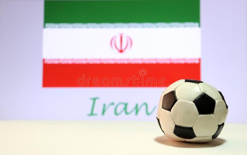 Mały futbol na białej podłoga i irańczyka naród zaznaczamy z tekstem Iran tło fotografia royalty free