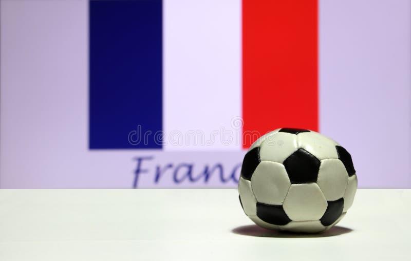 Mały futbol na białej podłoga i out skupia się Tri kolor lub błękitnego kolor Francuski naród flaga tło z Francja białego i czerw fotografia stock
