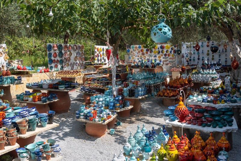 Mały handmade ceramika sklep na Crete wyspie zdjęcie royalty free