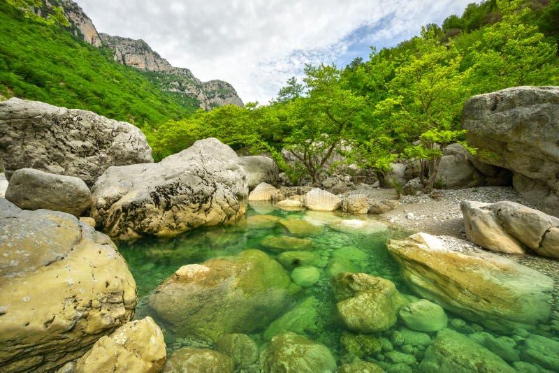 Mały jezioro przy Vikos wąwozem zdjęcie royalty free