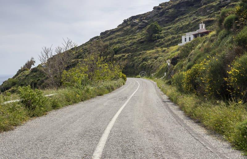 Mały kościół chrześcijański w górach przy drodze obrazy royalty free
