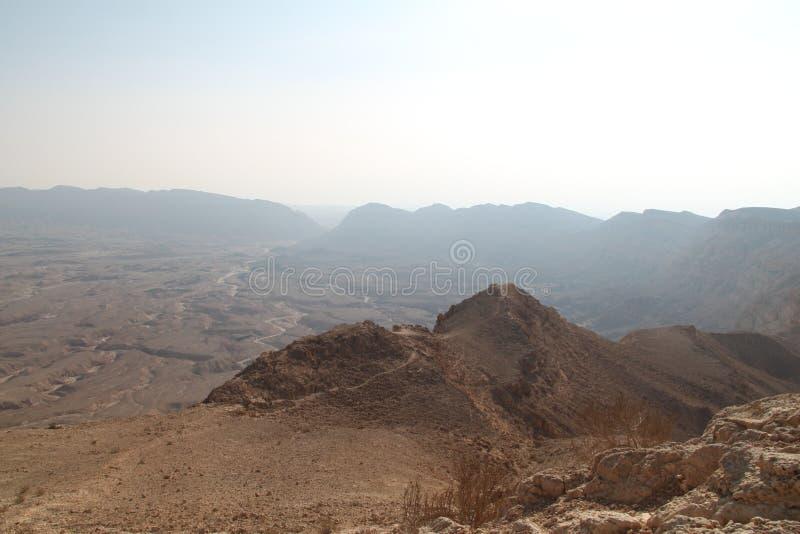 Mały krateru widok w pustynia negew, Izrael zdjęcie stock