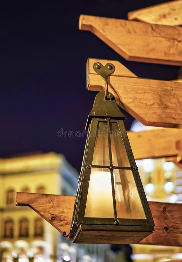 Mały latarniowy obwieszenie na choince w Ryskim fotografia royalty free