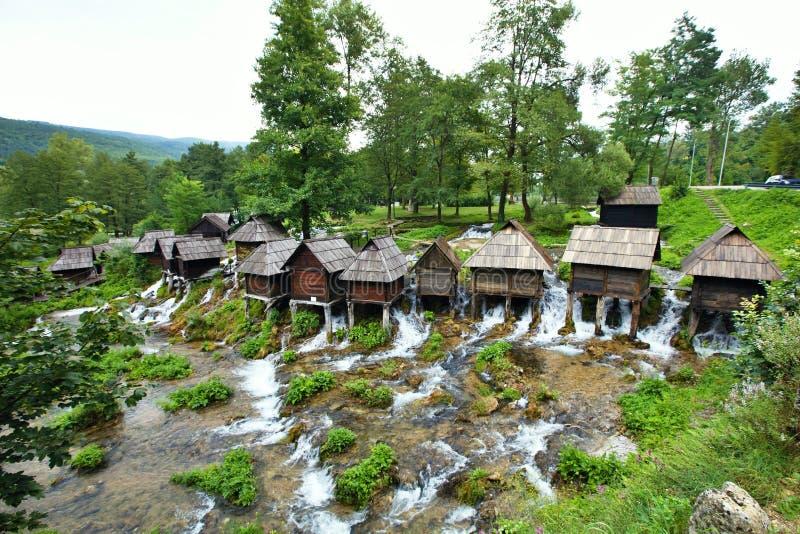 Mały młyn w terenie Plic jeziora Bośnia, Herzegovina, - obraz stock