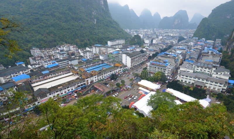 Mały miasto Yangshuo (é˜ ³ æœ'; Yà ¡ ng shuà ²), Chiny zdjęcia royalty free