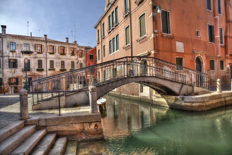 Mały most i kanał w Wenecja, Włochy zdjęcia royalty free