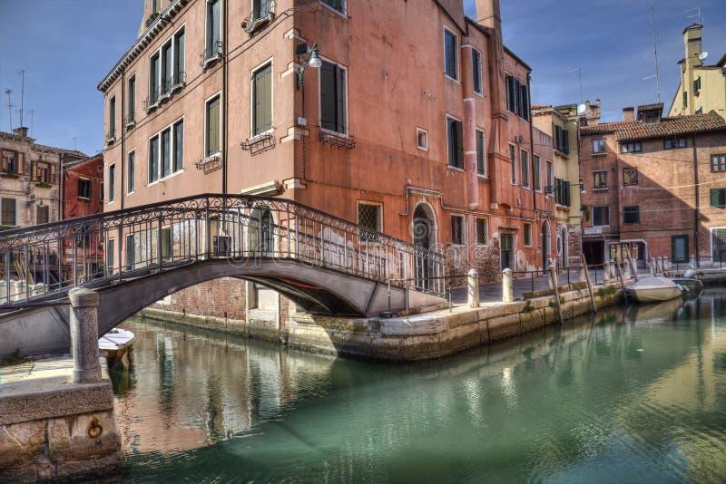 Mały most i kanał w Wenecji, Włochy obraz royalty free