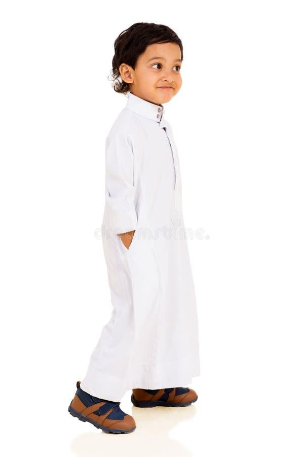 Mały Muzułmański chłopiec odprowadzenie obrazy royalty free