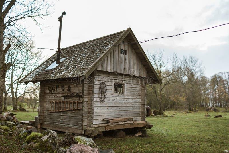 Mały nieociosany drewniany sauna w Pakri wyspach, Estonia obraz stock
