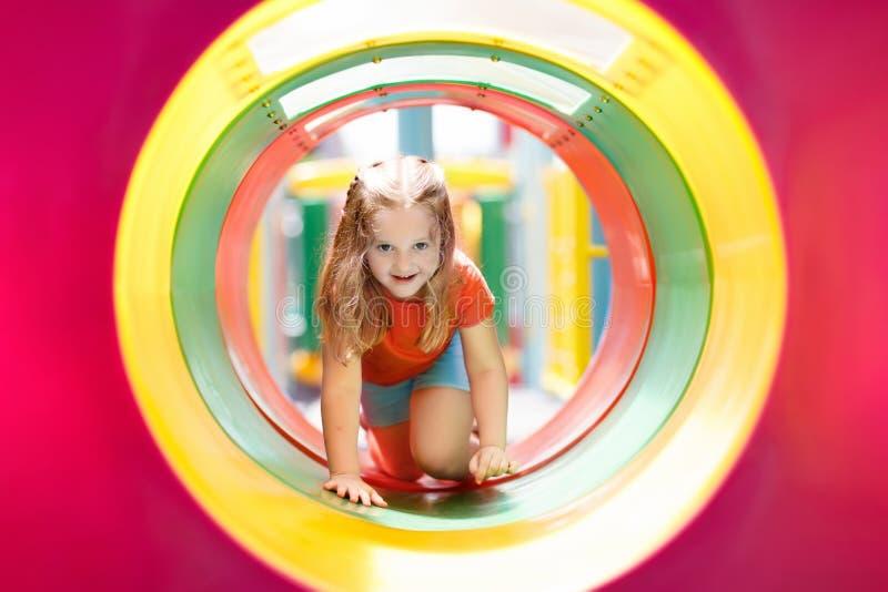 mały plac zabaw Dziecko sztuka w lato parku obraz stock