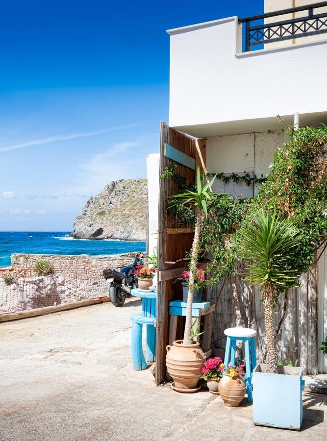 Mały podwórze w wiosce Mochlos krety Greece obraz stock