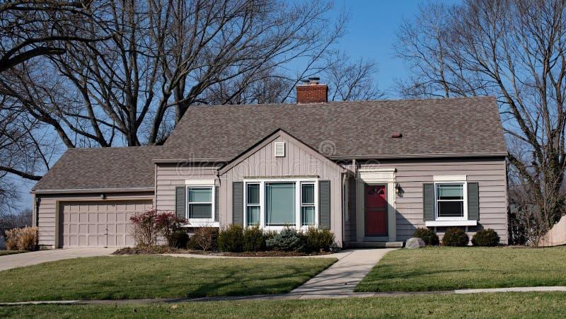 Mały Pojedynczy Mieszkaniowy dom zdjęcie royalty free