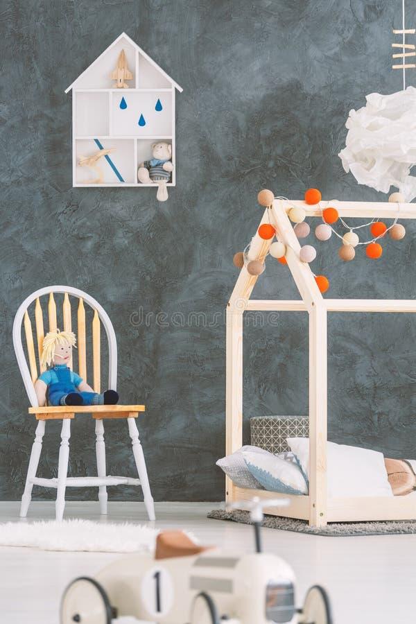 Mały pokój dla chłopiec zdjęcia royalty free