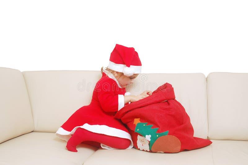 mały prezent w czerwieni worek Mikołaja obraz royalty free