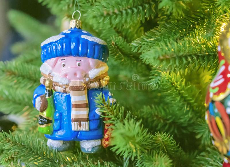 Mały prosiątko Symbol rok Drzewo dekoracje obraz stock