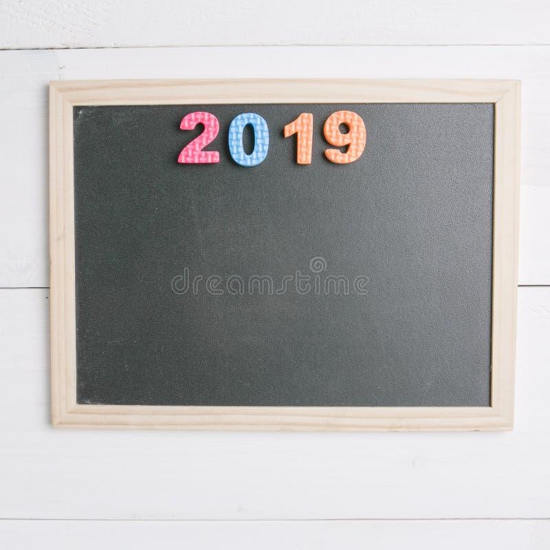 Mały pusty czarny chalkboard z numerowy 2019 zdjęcie royalty free