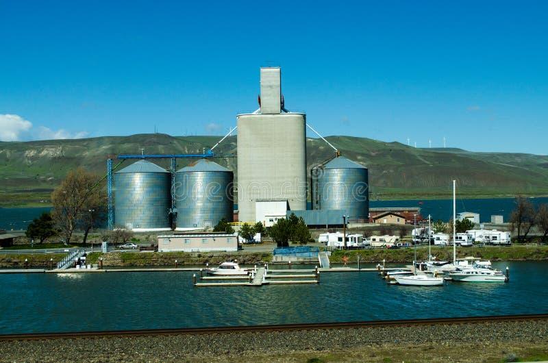 Mały rzeczny marina Arlington Oregon i obozowisko fotografia royalty free