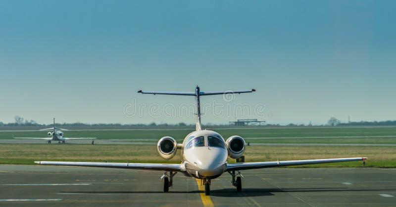 Mały samolot bierze daleko obrazy stock