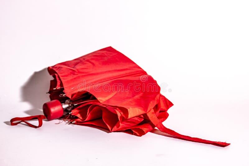 mały, składany, czerwony, zamknięty parasol zdjęcia stock