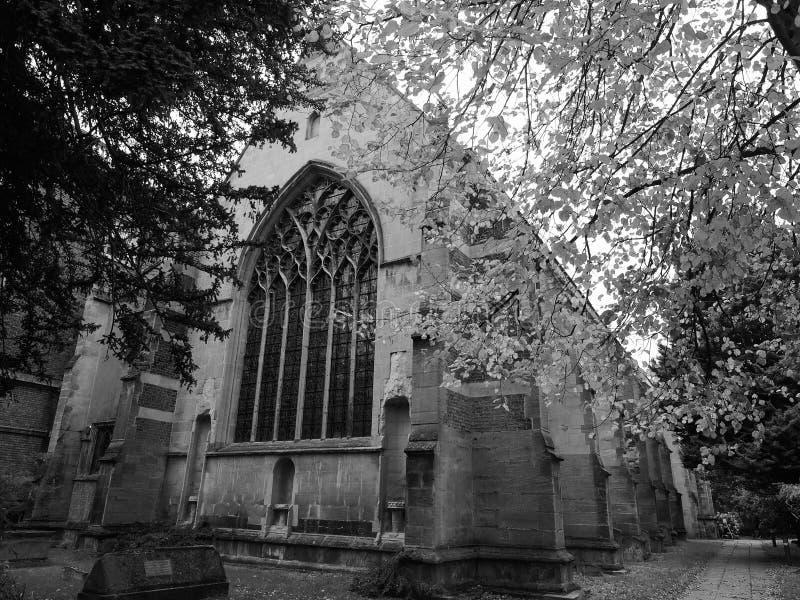 Mały St Maryjny kościół w Cambridge w czarny i biały zdjęcie royalty free