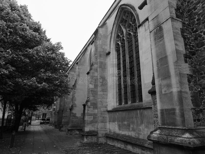 Mały St Maryjny kościół w Cambridge w czarny i biały zdjęcia stock