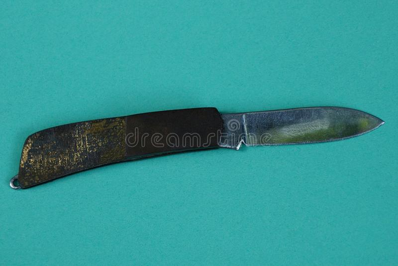 Mały stary falcowanie nóż z brąz mosiężną rękojeścią obrazy stock