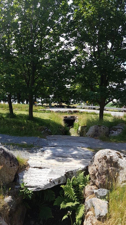 Mały Stonebridge z ładnymi drzewami w tle obraz royalty free