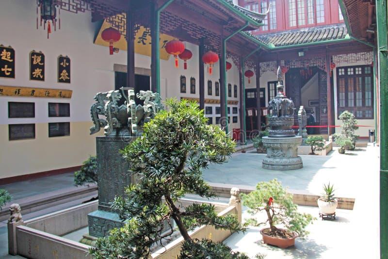 Mały wewnętrzny Chiński podwórze i drzewa miasto Shanghai zdjęcie royalty free