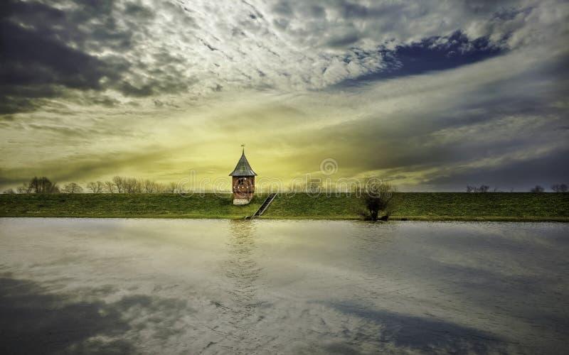 Mały wodny gaging dom na Elbe rzece fotografia royalty free
